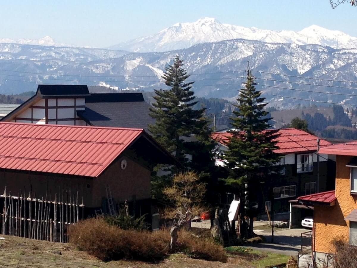 Magic views to the West over Kaiya Nozawa to Myoko and Hiuchi Mountains
