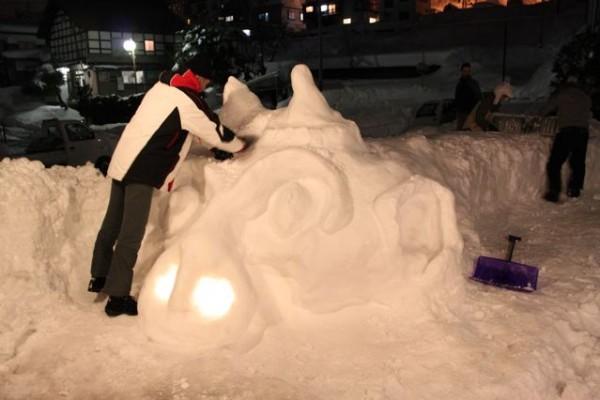 Ice Sculptor Peter at work at Villa Nozawa
