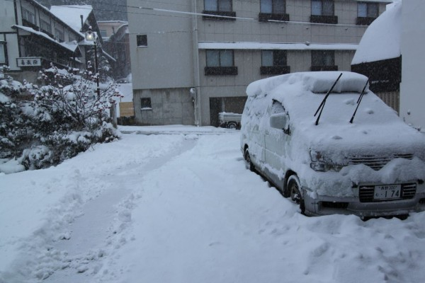 30cm dump overnight in Nozawa Onsen. It is time to go skiing in Japan!