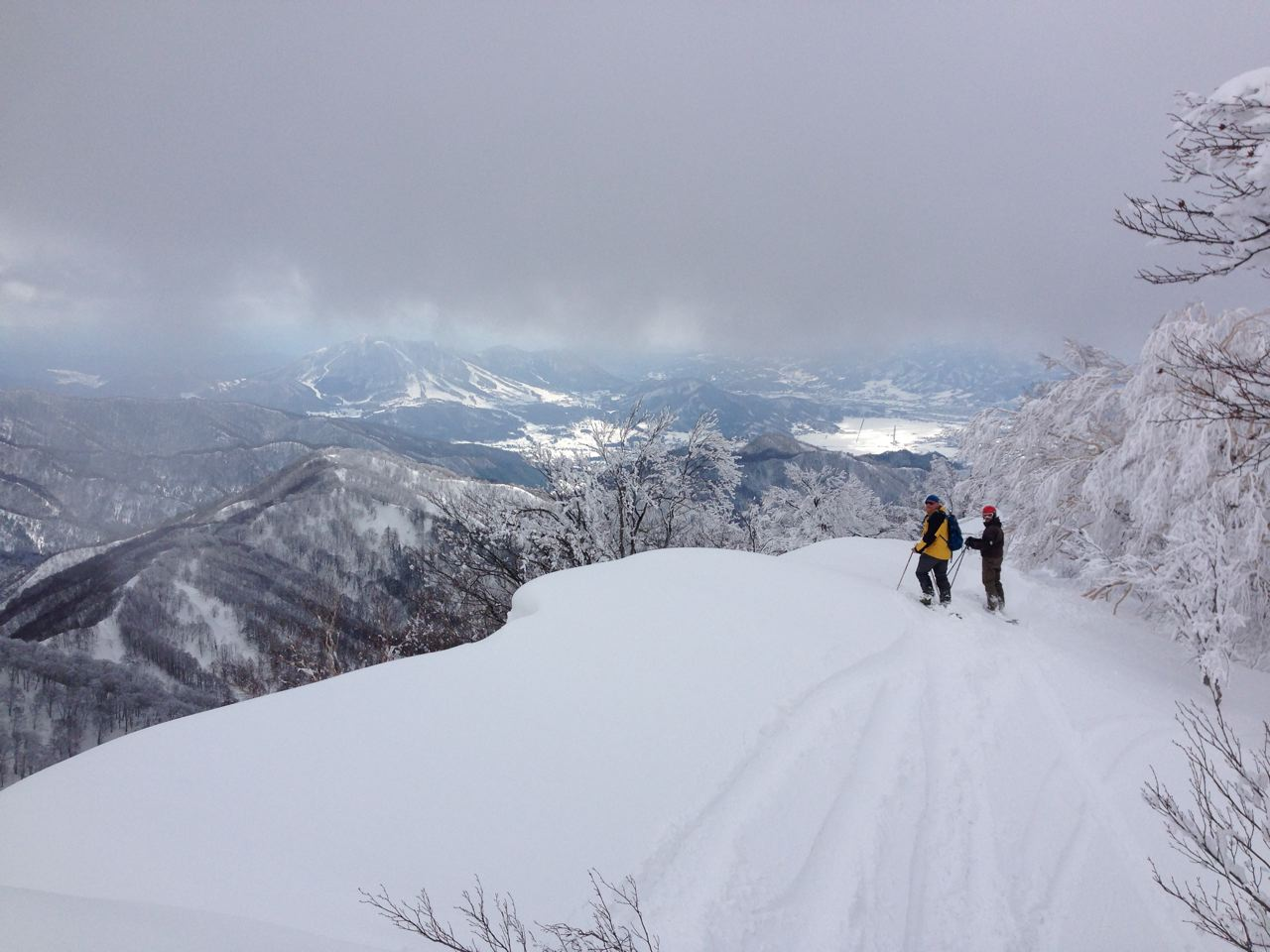 Clouds lifting in Nozawa to reveal some snow and sun
