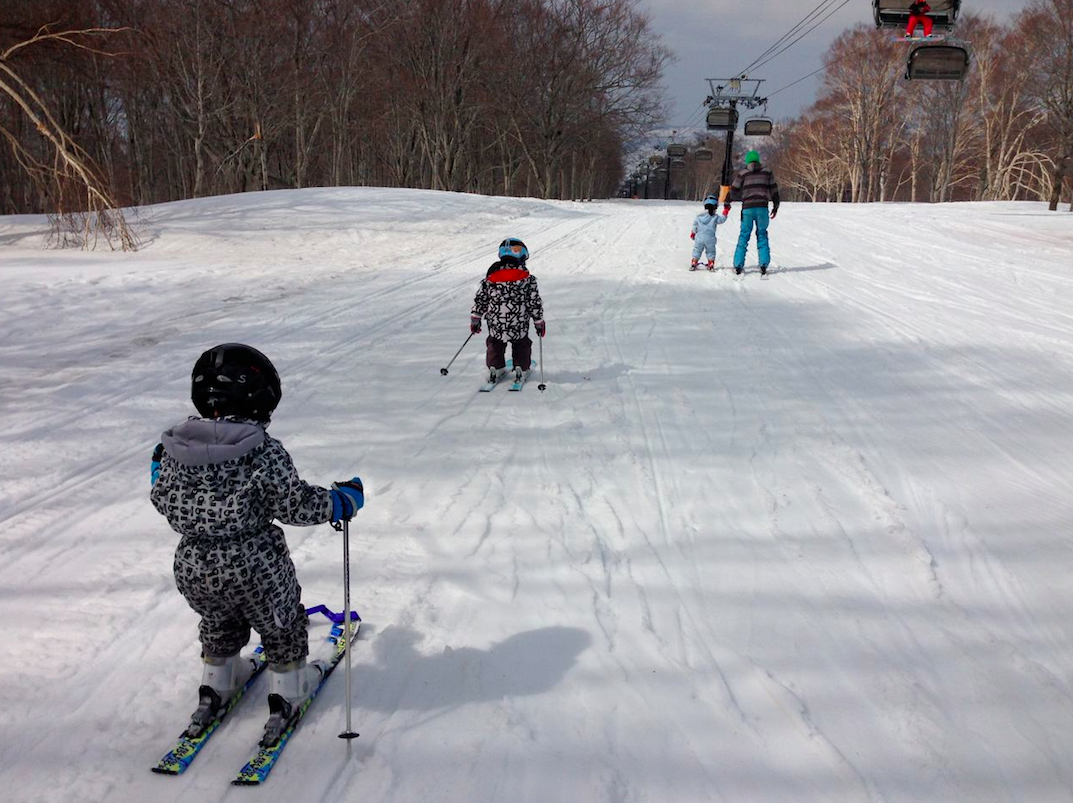 Spring is a great time for Kids to fall in love with skiing. Kai and friends cruising on Uenotaira