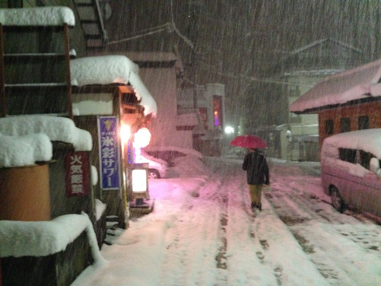 Started snowing heavy just after dark and run all thru the night in Nozawa