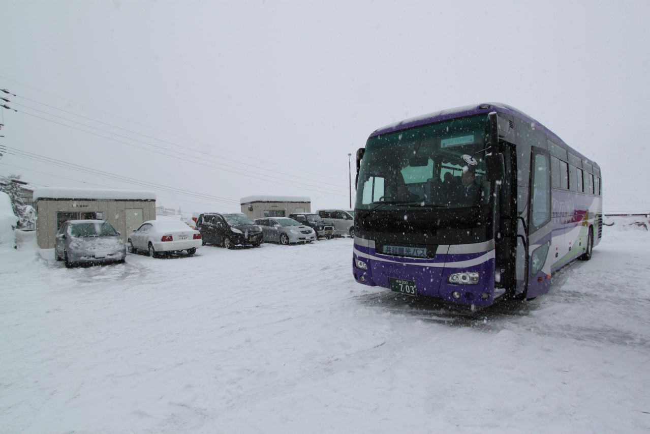 Take the shuttle bus between the airport in Tokyo and Nozawa Onsen. Ride in Style!