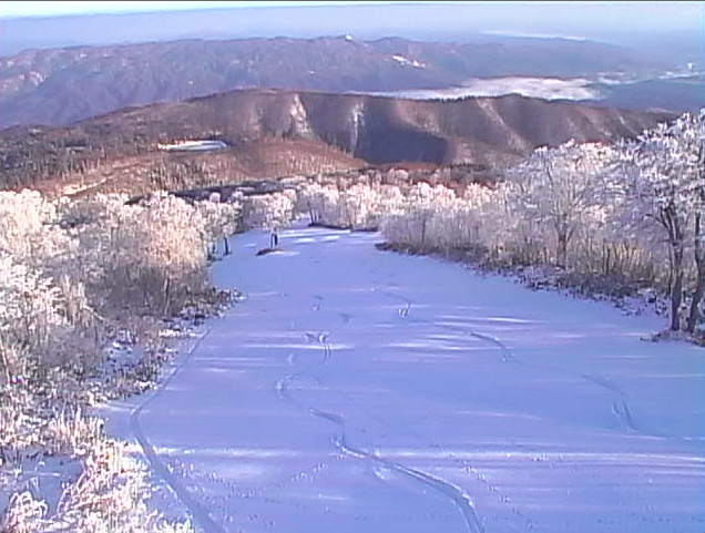 Someone got busy up at Yamabiko over the weekend and grabbed first tracks often season!